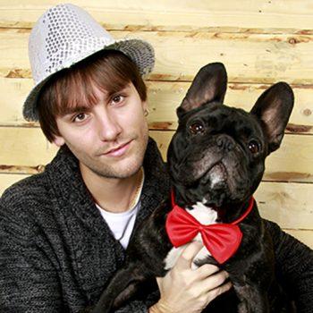 Chico con perro
